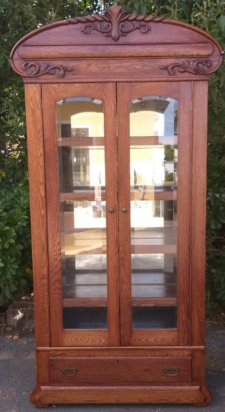 OAK-DISPLAY-CUPBOARD-WITH-BEVELLED-GLASS